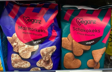 Veganz marbled biscuits and choco biscuits